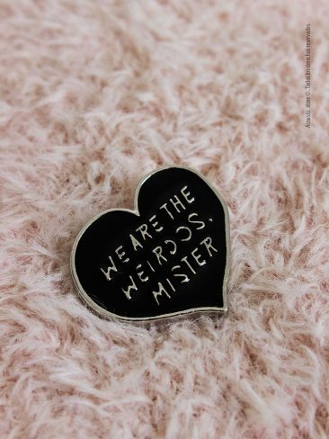 pins black heart